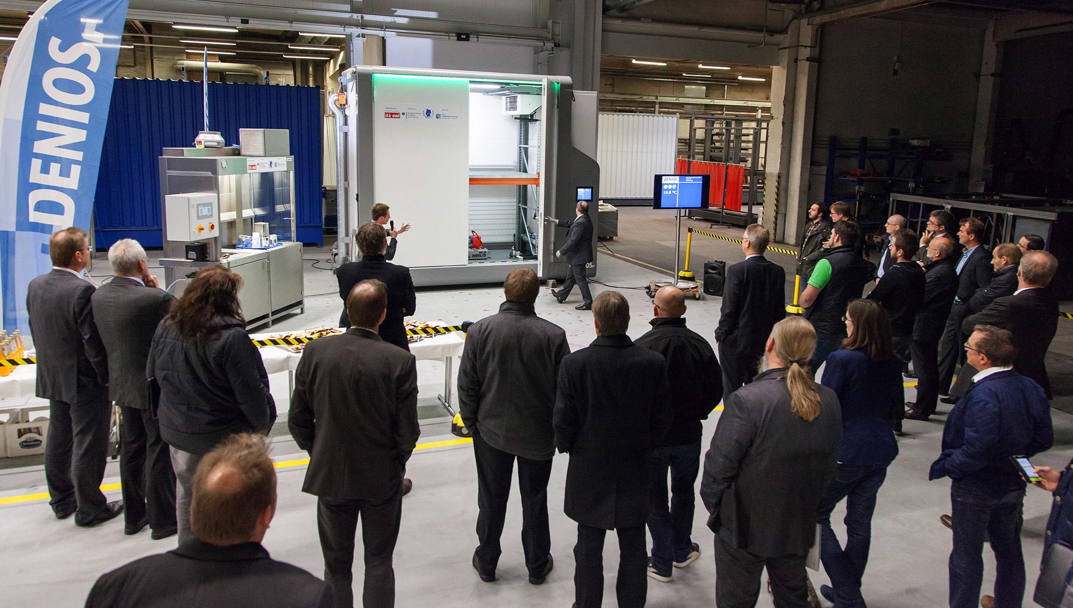 Präsentation Der Prototypen In Den Produktionshallen Denios Ag Bad Oeynhausen Foto